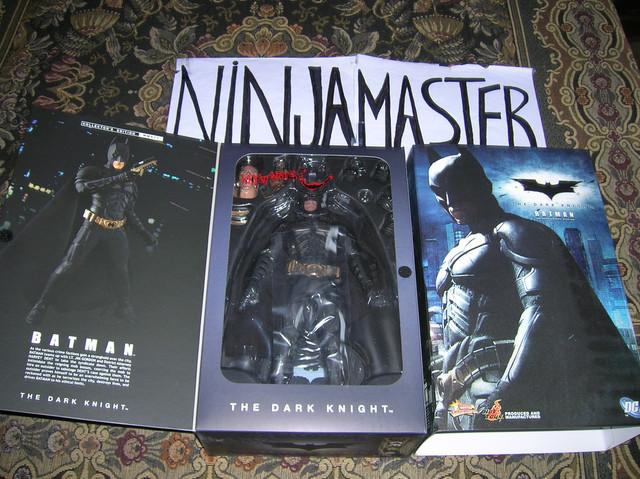 Batman-The-Dark-Knight-Hot-Toys