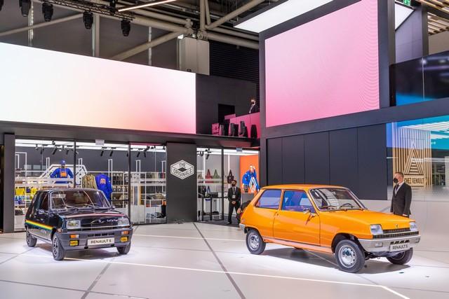 La Renault 5Prototype rencontre ses aïeules au salon de l'automobile de Munich Salon-IAA-de-Munich-2021-Renault-5-Prototype-et-Renault-5-11