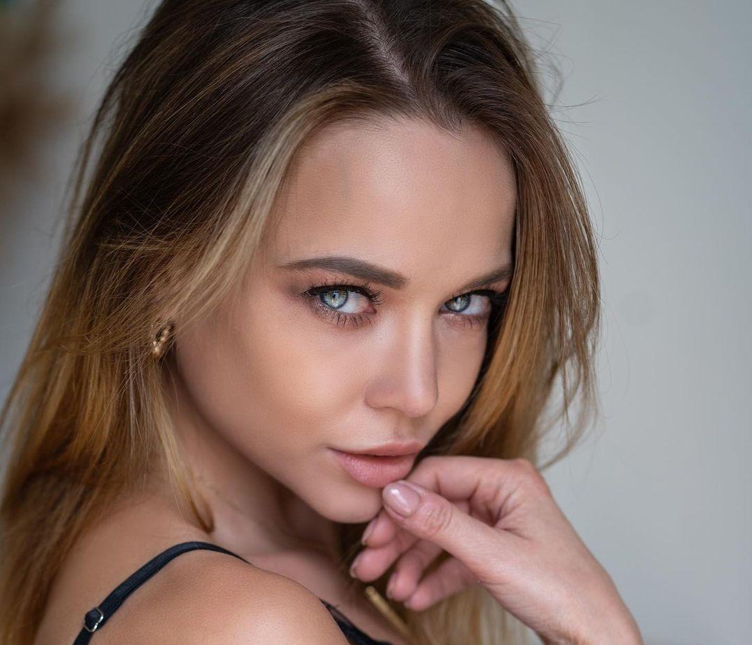 Angelina-Petrova-Wallpapers-Insta-Fit-Bio-13