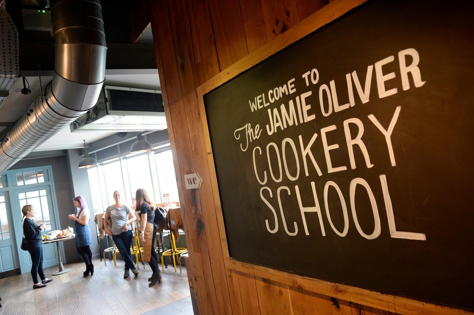 https://i.ibb.co/XfHkK8G/Jamie-Oliver-cookery-school.jpg