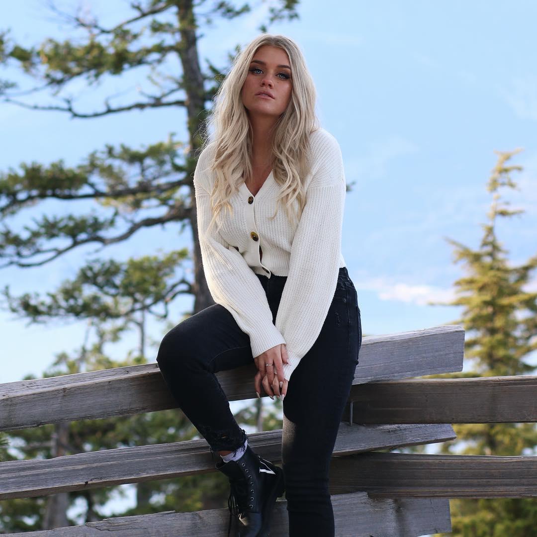 Samantha-Ravndahl-Wallpapers-Insta-Fit-Bio-5