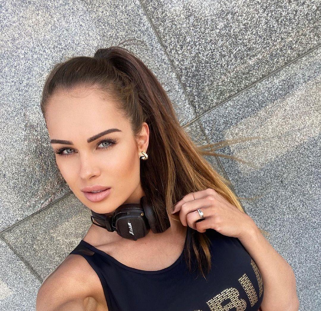 Ivana-Borgulova-Wallpapers-Insta-Fit-Bio-5