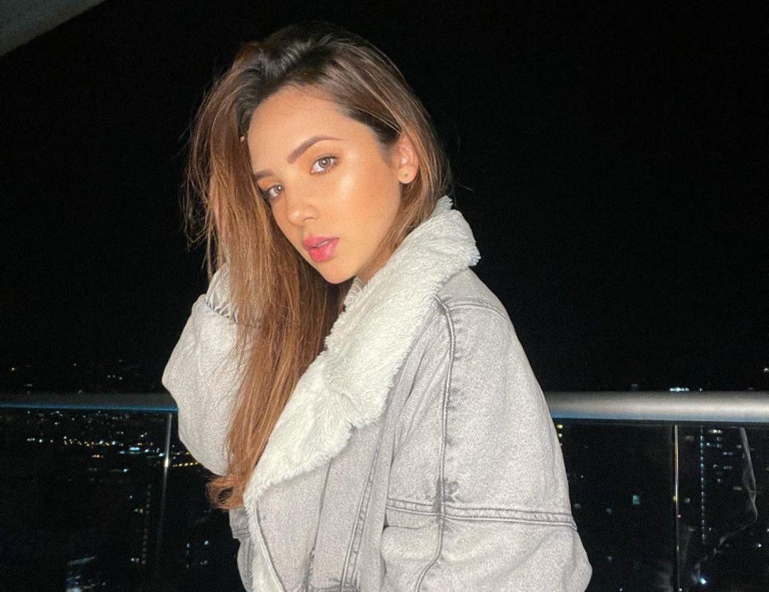 Anabel-Ramirez-Wallpapers-Insta-Fit-Bio-10