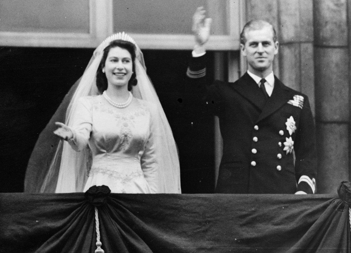 La Regina Elisabetta e il Principe Filippo festeggiano 73 anni di matrimonio: il regalo dei bisnipoti