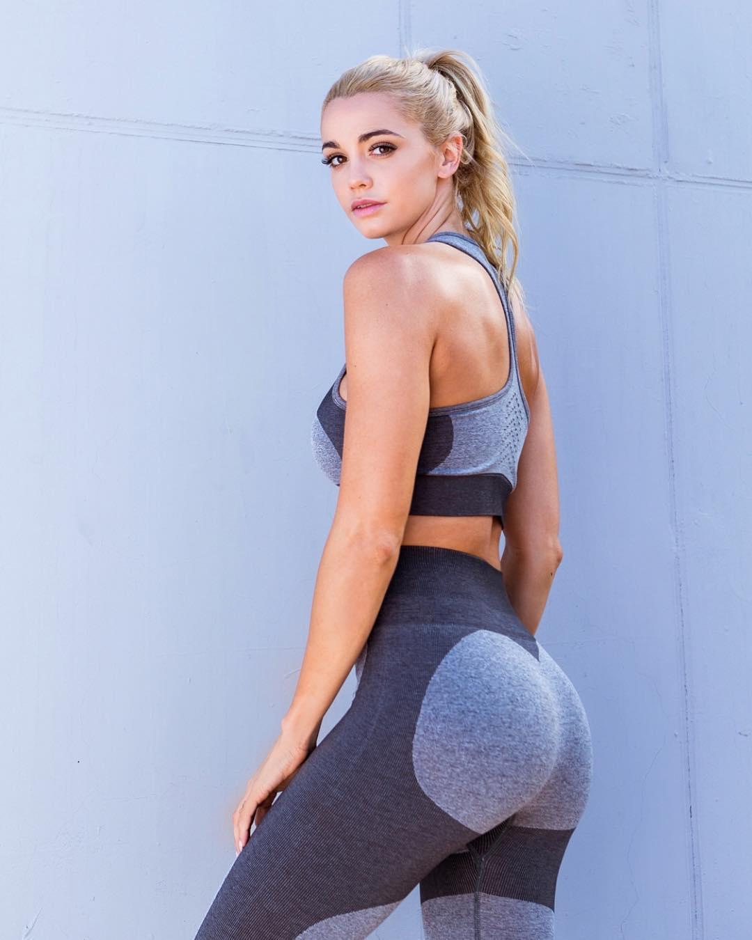 Caitlin Arnett - Bio | Fitness Models Biography