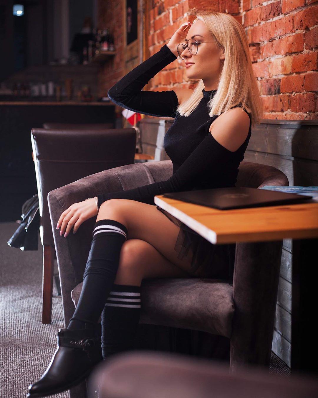 Adrianna-Strzalka-Wallpapers-Insta-Fit-Bio-12