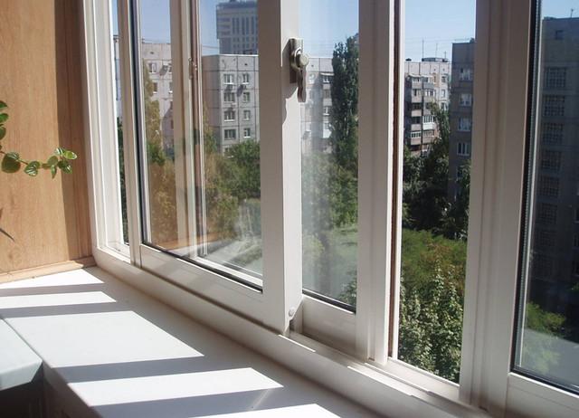 razdvizhnye-plastikovye-okna-na-lodzhiju