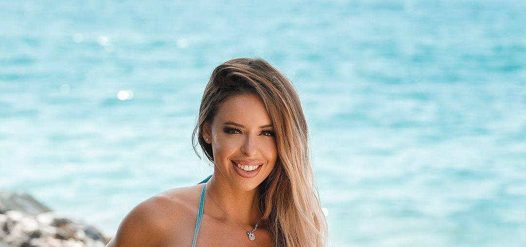 Stefani-Rodriguez-Wallpapers-Insta-Fit-Bio-5