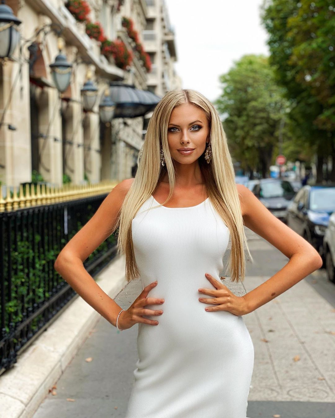 Aneta-Mlcakova-Wallpapers-Insta-Fit-Bio-3
