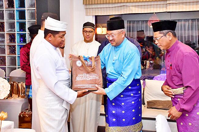 293 человека приняли Ислам на Борнео