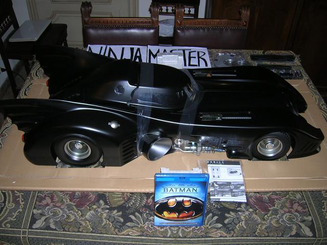 Hot-Toys-Batmobile-1989