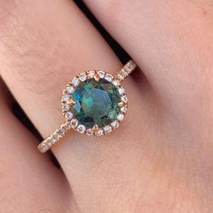What to Look for When Choosing Right Sapphire Engagement Rings