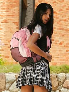 [Image: school-girl-guddi.jpg]