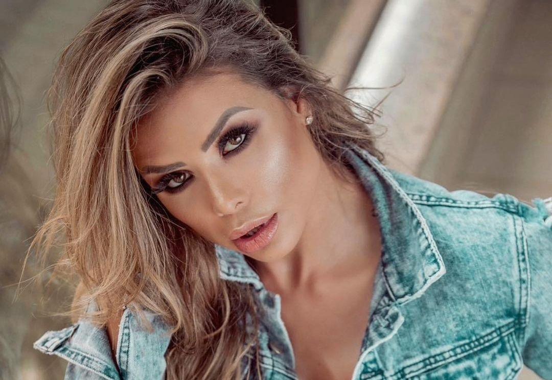 Alessandra-Batista-Wallpapers-Insta-FIt-Bio-22