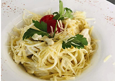 Pasta with chicken and cream