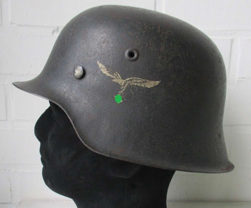 Decal luftwaffe on a M42 helmet
