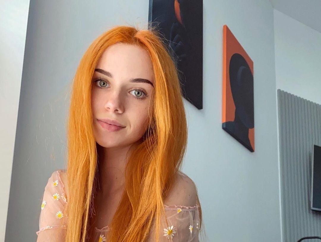 Anya-Desyatnikova-Wallpapers-Insta-Fit-Bio-19