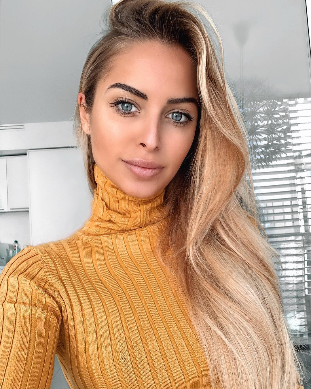 Chiara-Bransi-Wallpapers-Insta-Fit-Bio-12