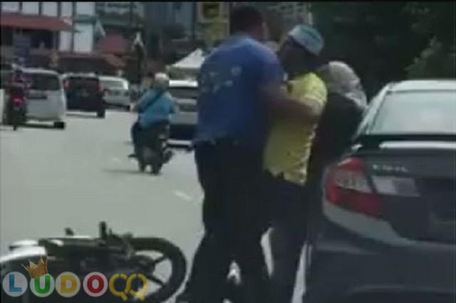 Viral! Video Emak-emak Dipukuli Seorang Pengendara Pria Gara-gara Belok Tak Nyalakan Lampu Sein
