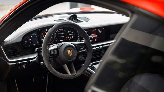 Célébrer une icône néerlandaise de la course automobile: la 911 unique avec l'empreinte digitale de Gijs van Lennep Pro-Res-Porsche-911-Gijs-van-Lennep12