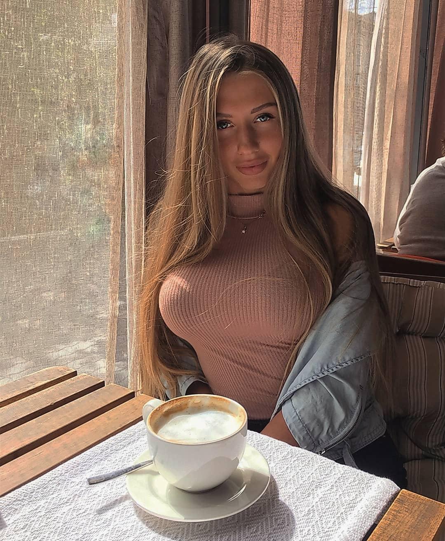 Alina-Cherepanova-Wallpapers-Insta-Fit-Bio-4