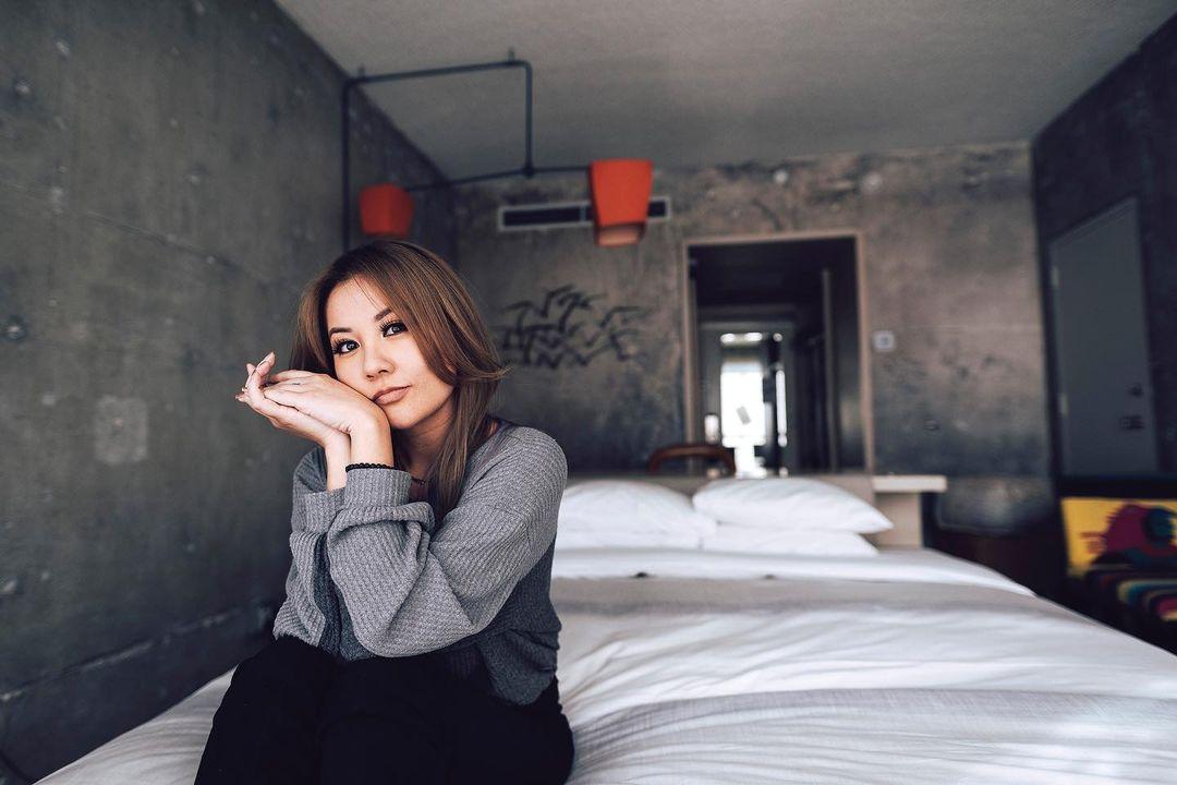 Gina-Darling-Wallpapers-Insta-Fit-Bio-3