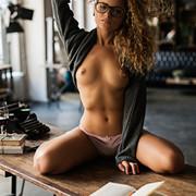 sensual-reading-7e158cbd-456c-494e-8039-1d0101fcde79