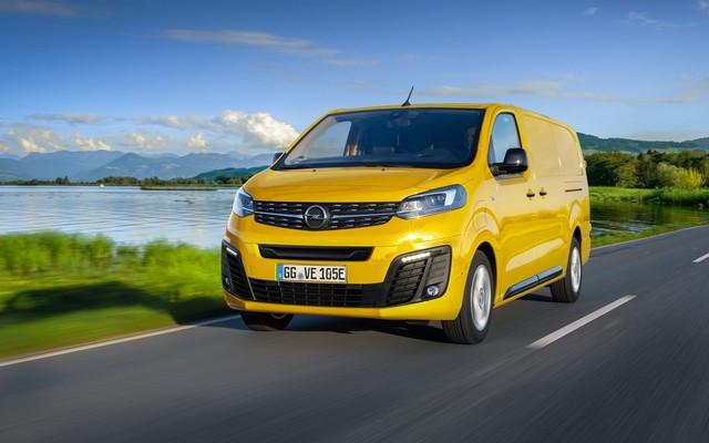 Direction les sommets : les électriques Opel à l'aise en montagne 09-Opel-512252
