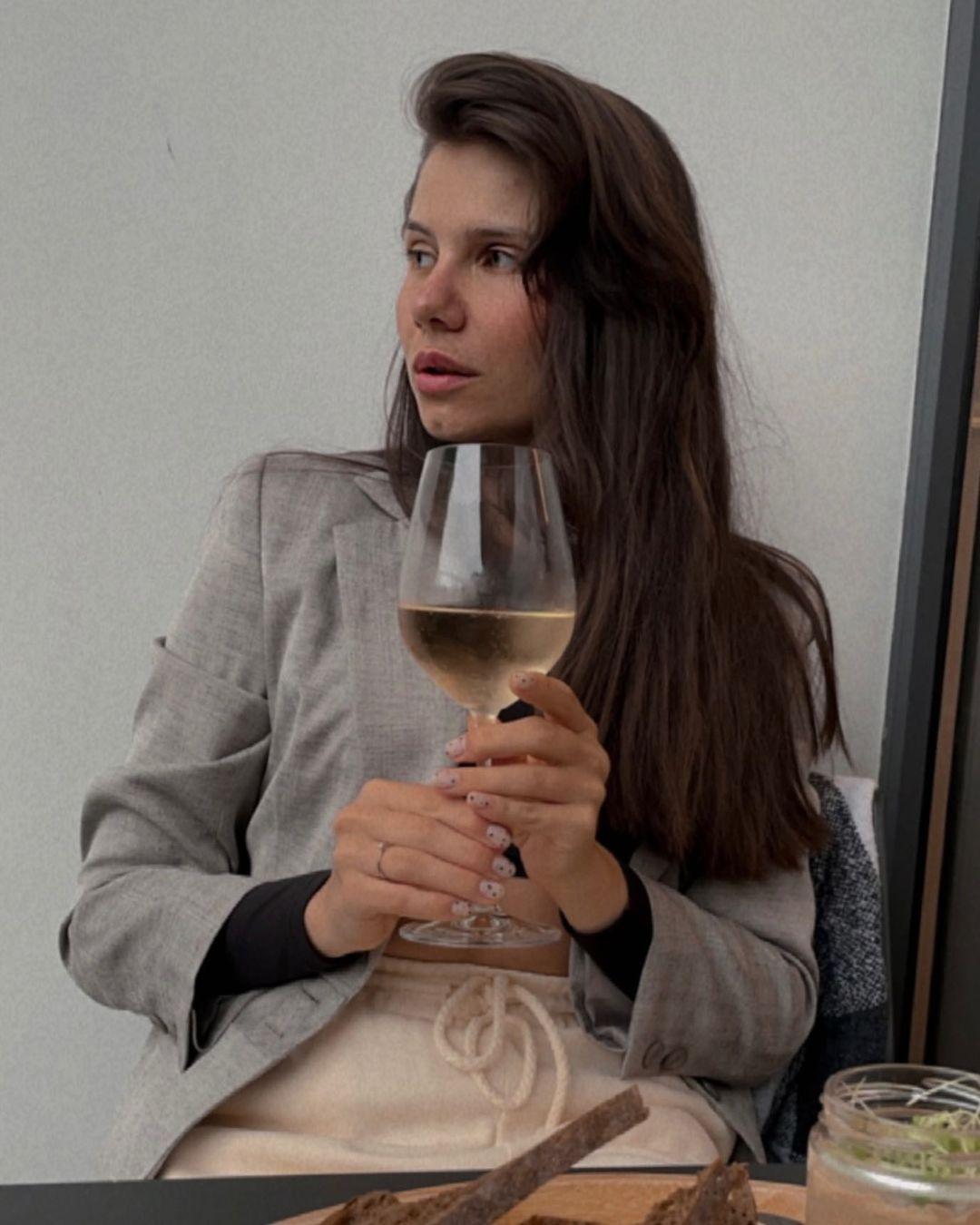 Alyona-Safronova-Wallpapers-Insta-Fit-Bio-15
