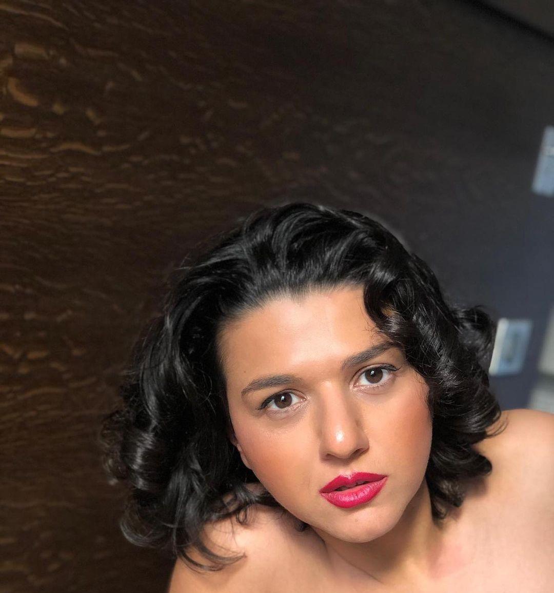 Khatia-Buniatishvili-Wallpapers-Insta-Fit-Bio-8