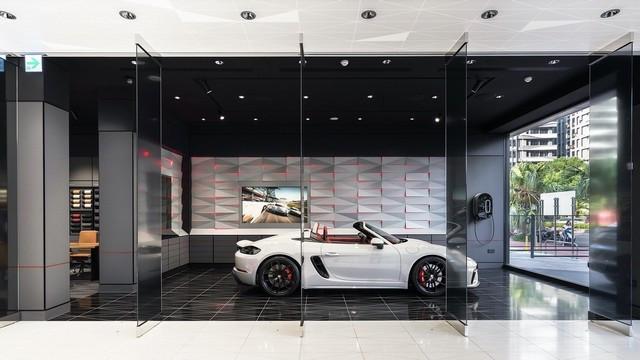 Nouveau  Porsche studio à Taiwan FE6-FF3-D7-E22-F-4-CFF
