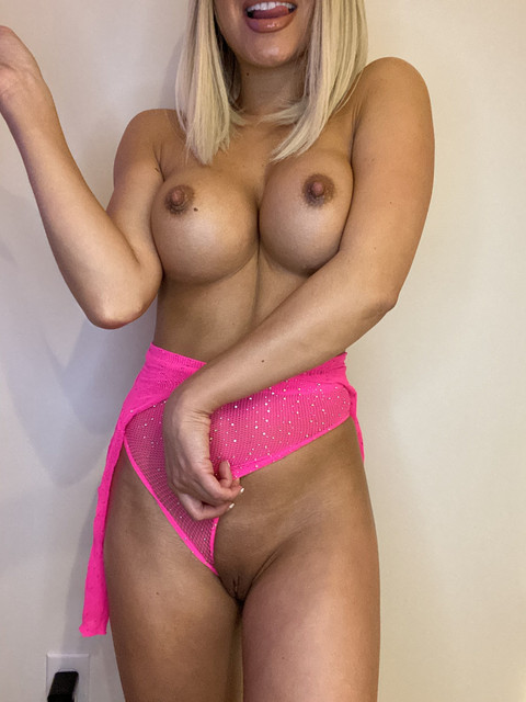 Baby-Girl-Glo-Only-Fans-2020-11-04-1193297377-pretty-in-pink