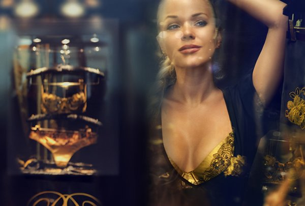 Rococo-Dessous-gold-lingere.jpg