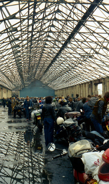 [Image: 1984-Liverpool-docks-Bikes-queuing-for-I...erry-5.jpg]