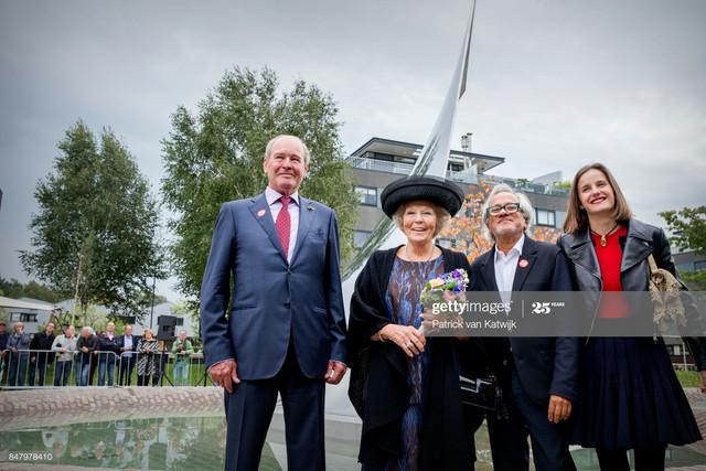 TILBURG-NETHERLANDS-SEPTEMBER-16-Princess-Beatrix-of-The-Netherlands-with-museum-founder-Jos-de-Pont.jpg