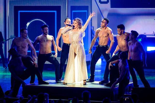 shania-vegas-letsgo-show120719-28