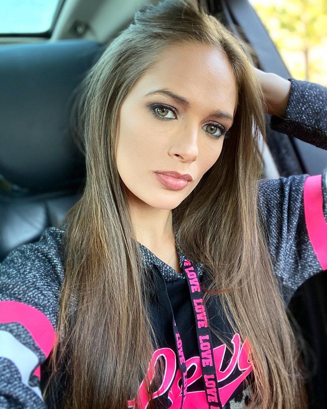 Jessica-Dykstra-Wallpapers-Insta-Fit-Bio-1