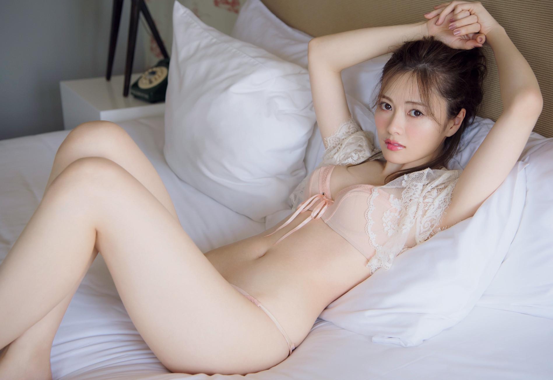 白石麻衣 白肌ランジェリー photo 012