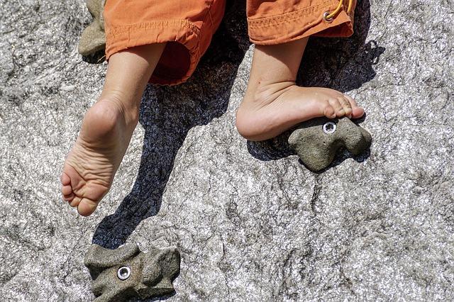 barefoot-3569057-640