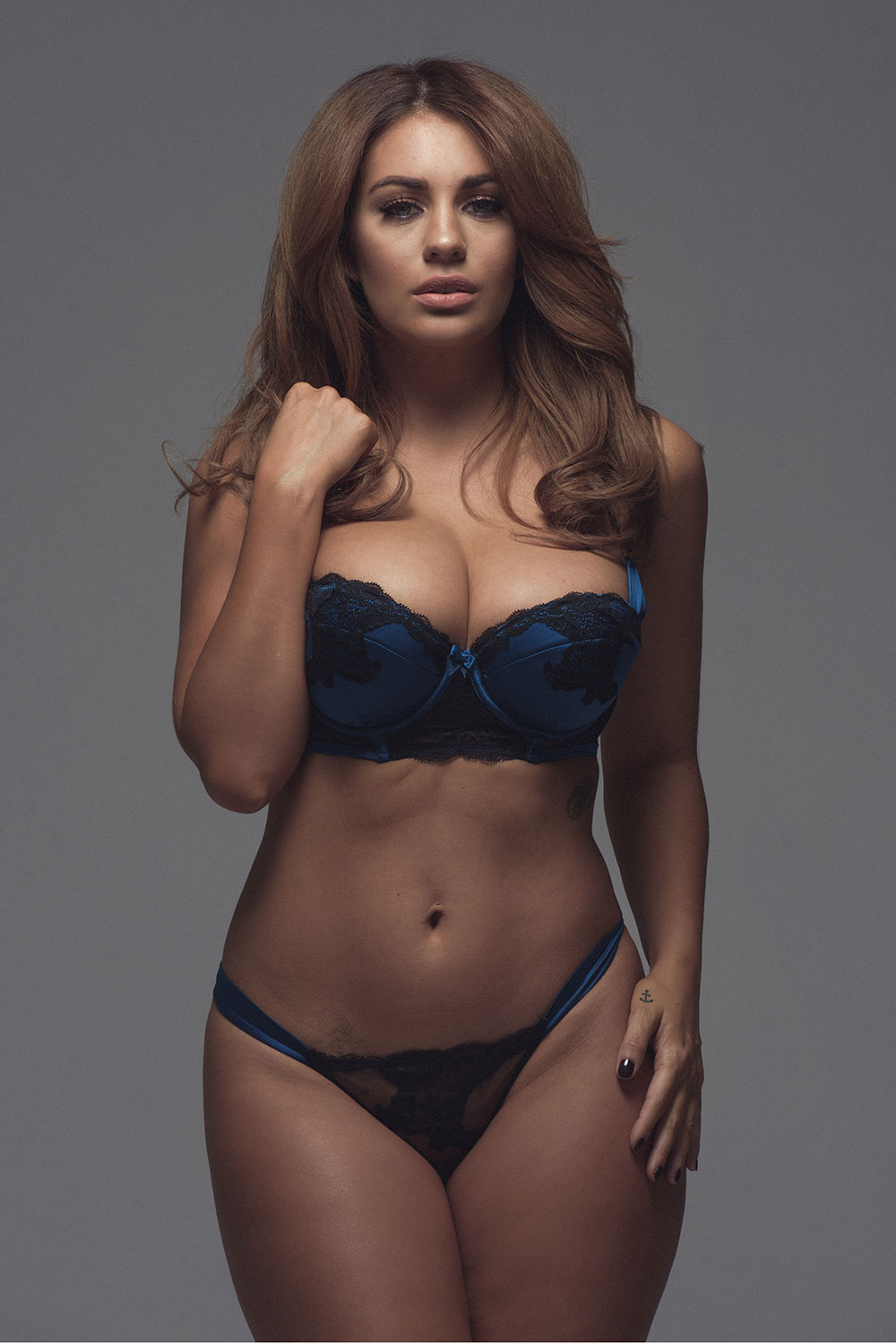 Holly-Peers-Sexy-and-Topless-1-2