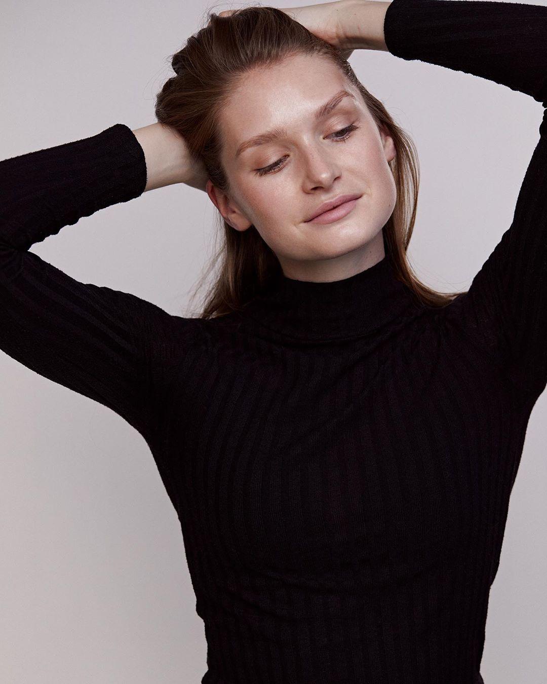 Johanna-Gronholm-Wallpapers-Insta-Fit-Bio-1