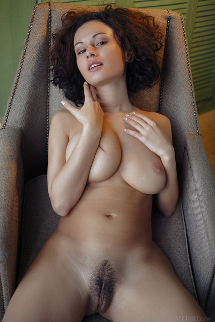 smoking-hot-busty-bombshell-pammie-lee-exposes-her-hairy-tight-muff-10