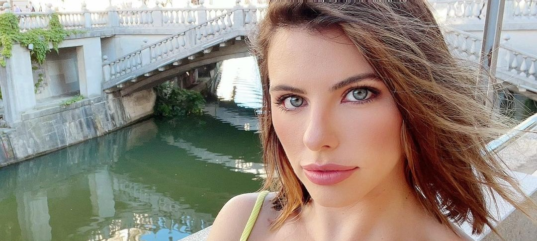 Adriana-Chechik-Wallpapers-Insta-Fit-Bio-19