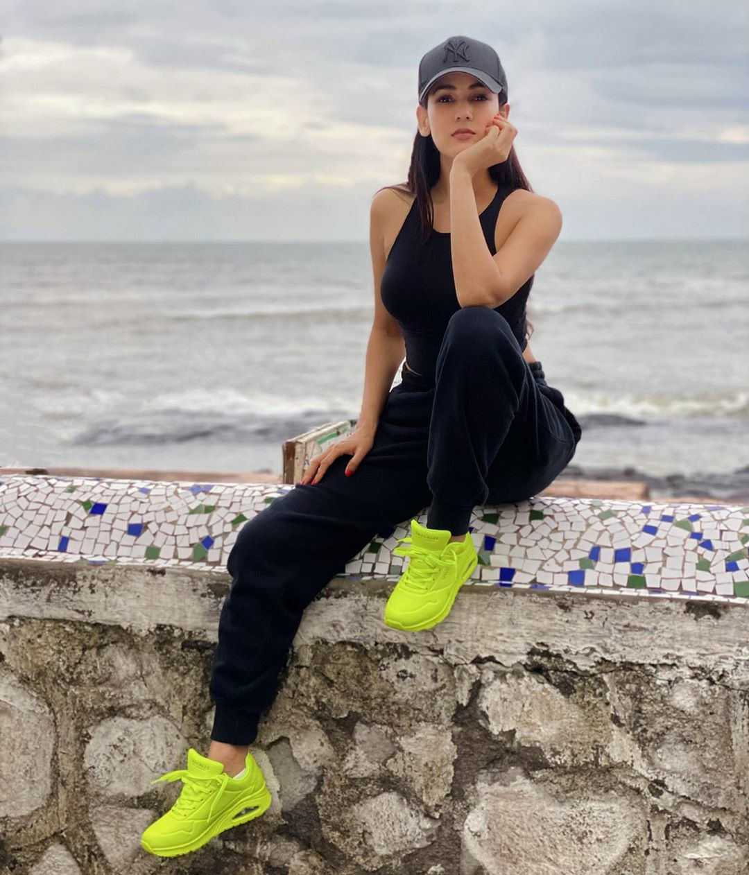 Sonal-Chauhan-Wallpapers-Insta-Fit-Bio-6