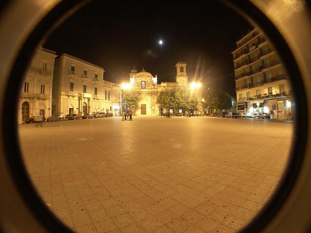 piazza-a-plebiscito-sera