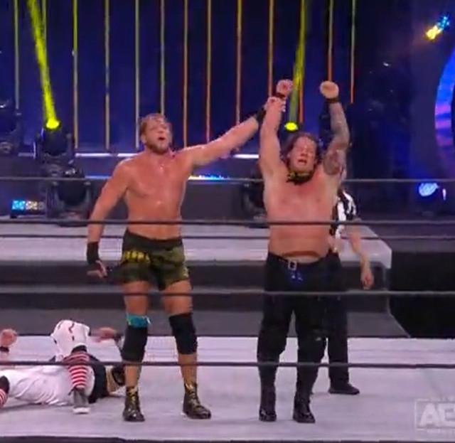Chris Jericho y Jake Hager vencen a Luther y Serpentico
