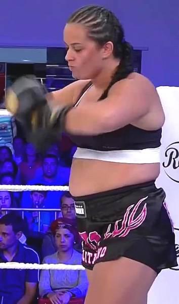 Talita-Moreno-kickbox-5ft9-150-165-lb-06
