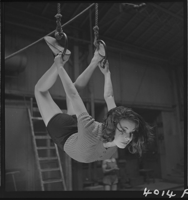 Training-of-a-circus-artist-at-the-Paris-acrobatic-school-France-1939-5