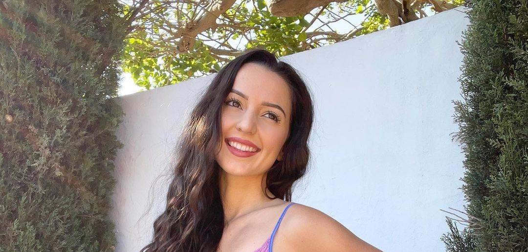 Alessandra-Cruz-Wallpapers-Insta-Fit-Bio-16
