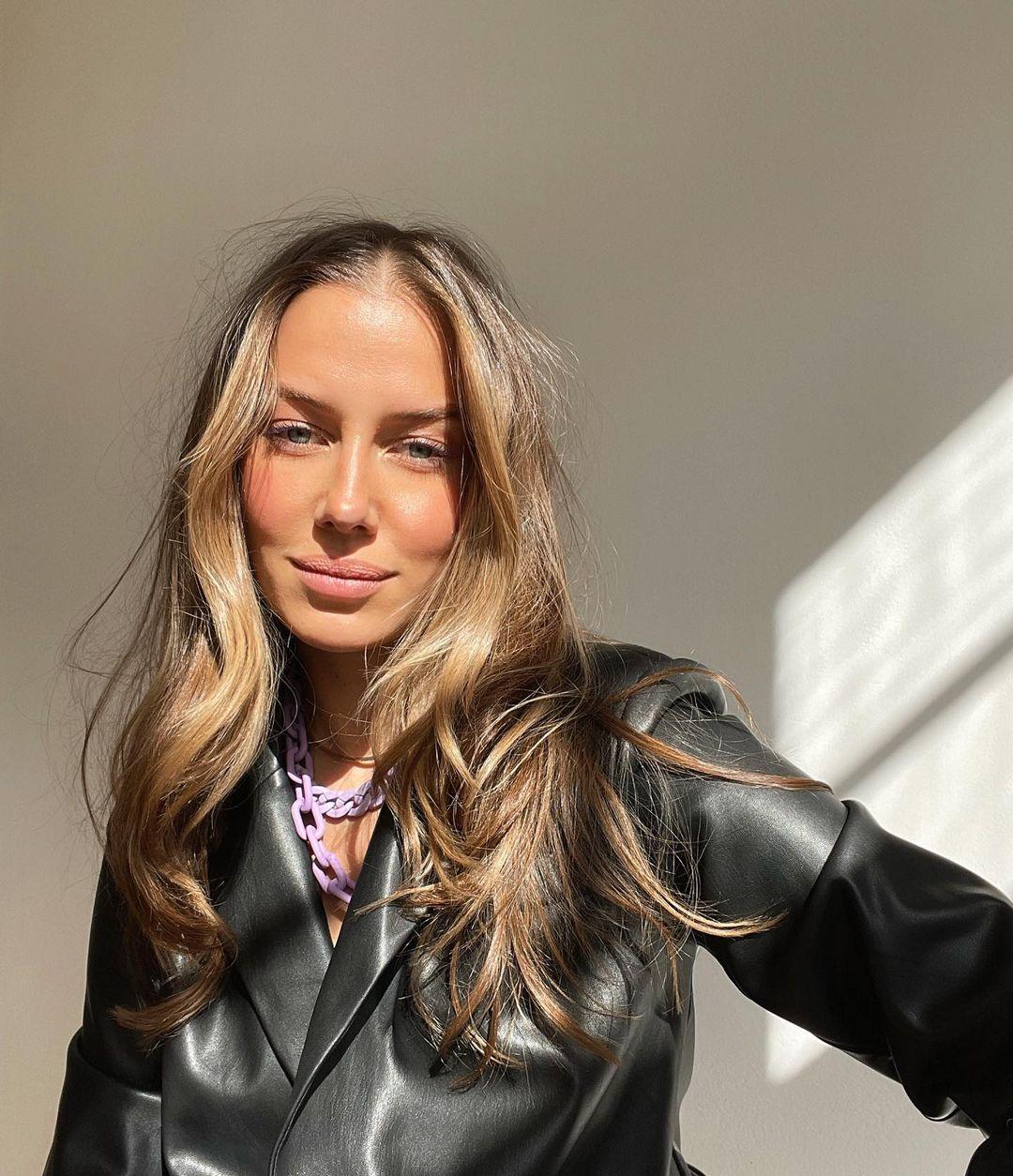 Nicole-Poturalski-Wallpapers-Insta-Fit-Bio-4